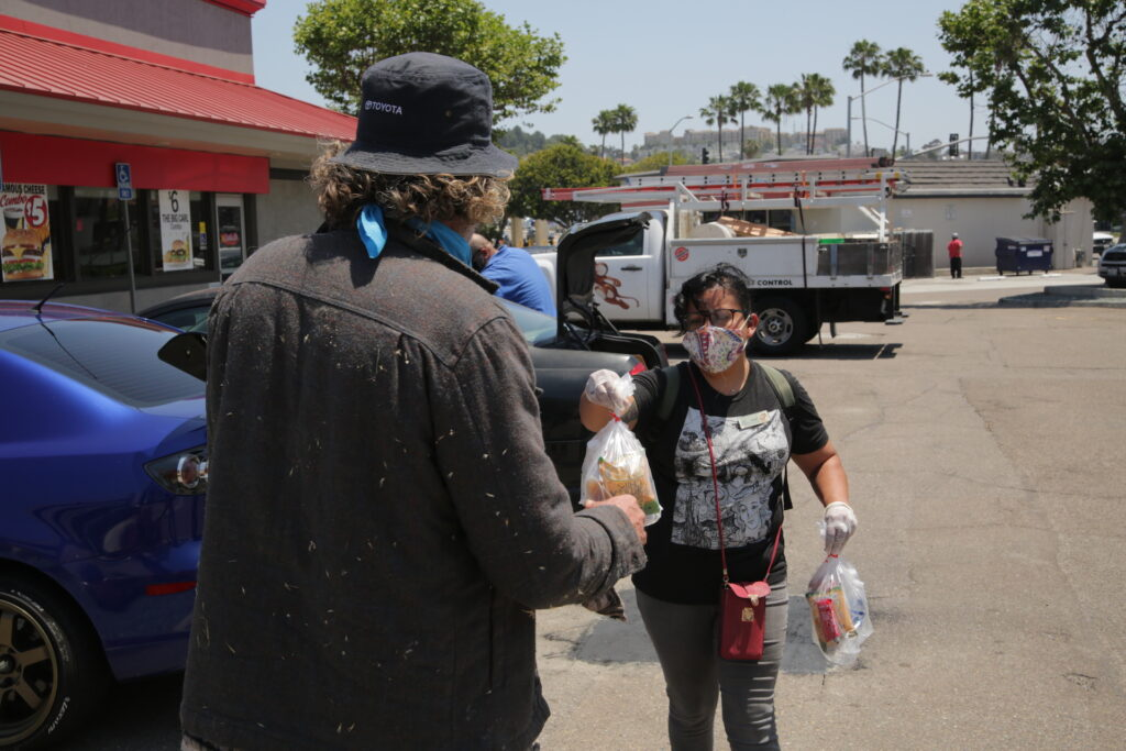homeless-and-hungry-outreach-delivers-food